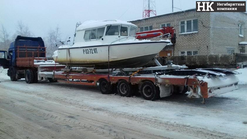 трал для перевозки моторной лодки